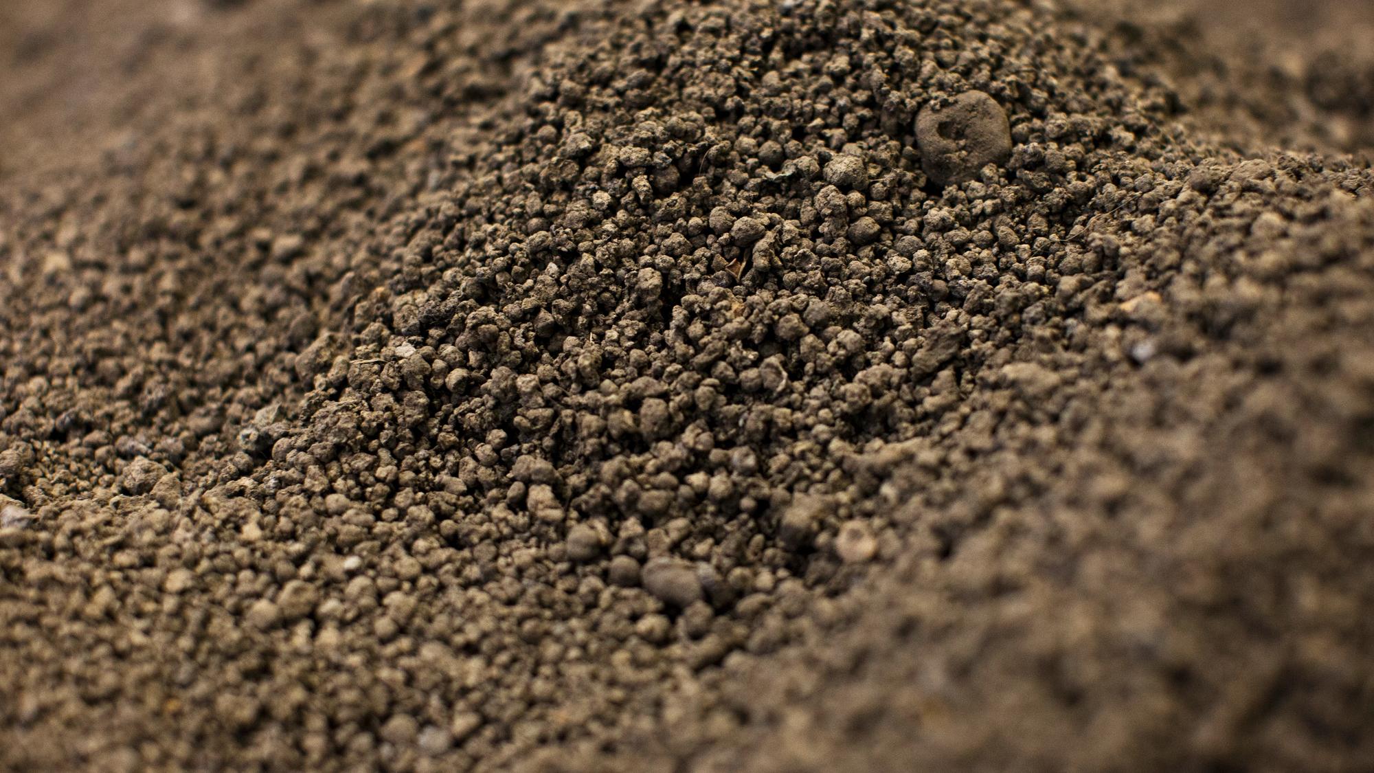 SUEZ soil decontamination header image. Image of clean soil.