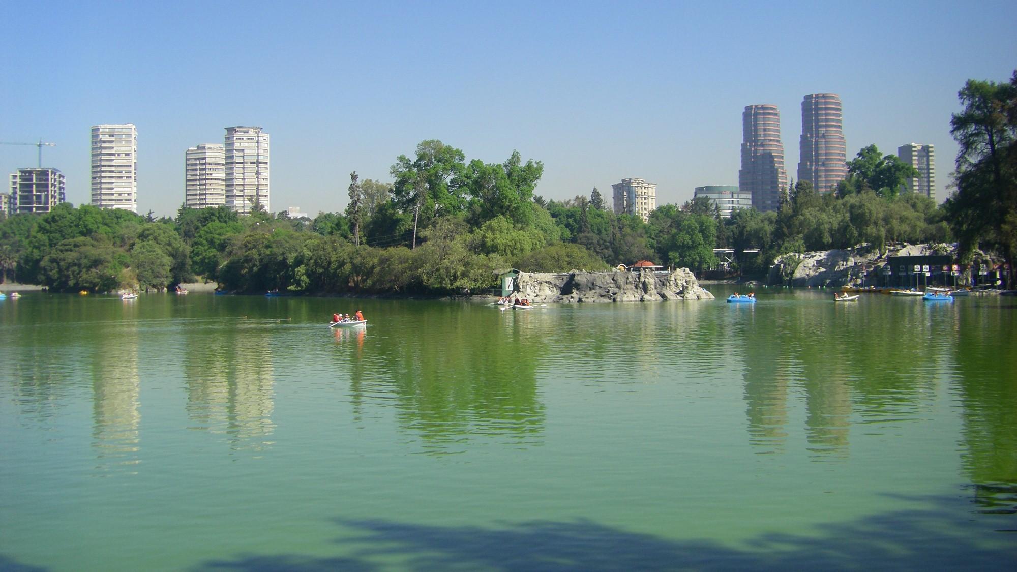 Imagen del lago del Bosque de Chapultepec