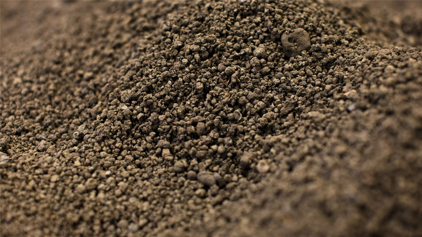 SUEZ soil decontamination header image. Image of clean soil.