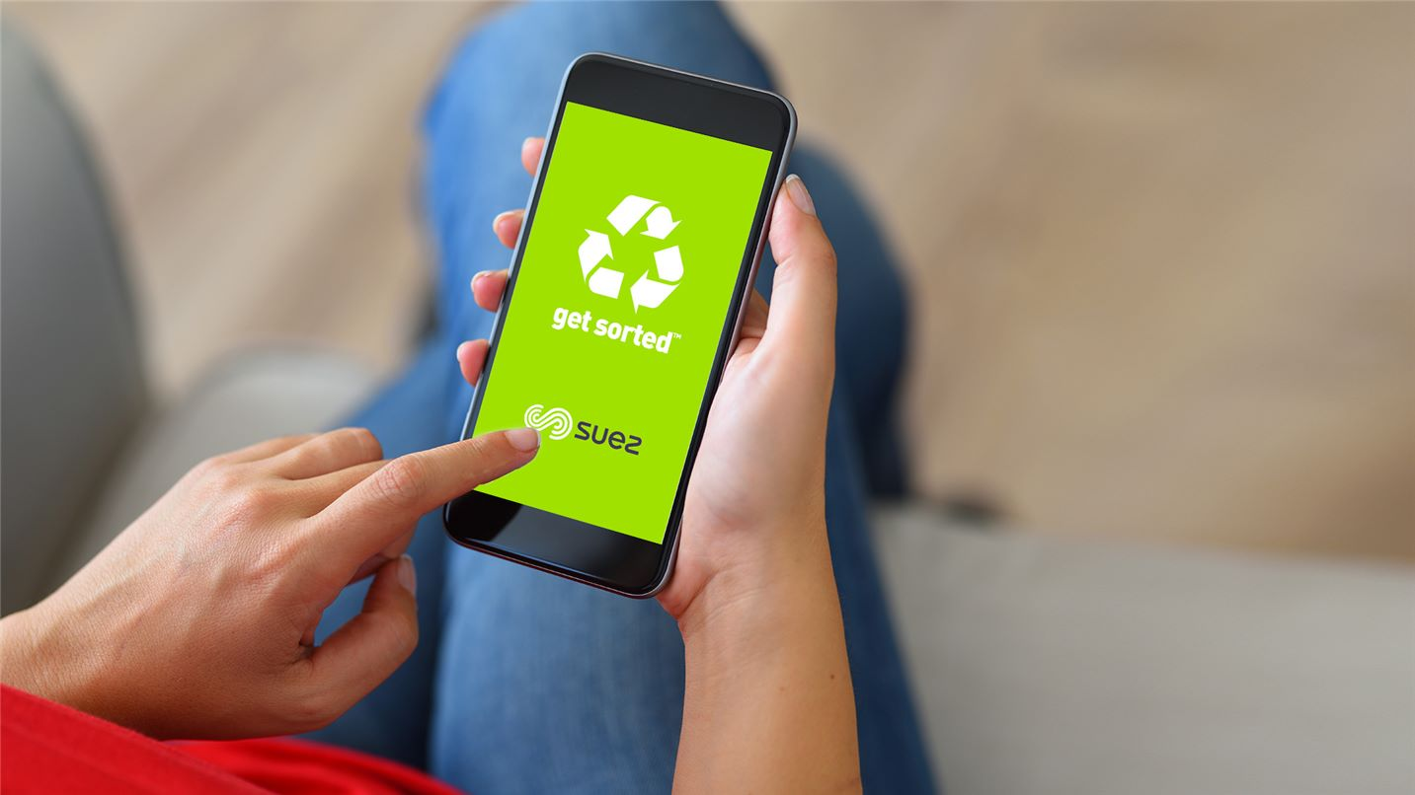 Resident using SUEZ's Get Sorted app