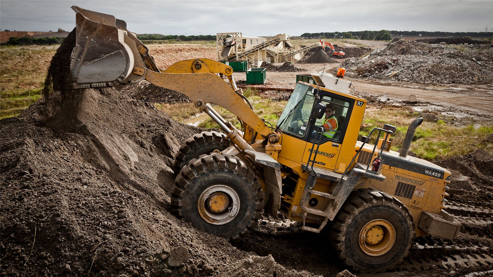 Front end loader at SUEZ ResourceCo C&D facility in Melbourne moving rubble from construction and demolition waste