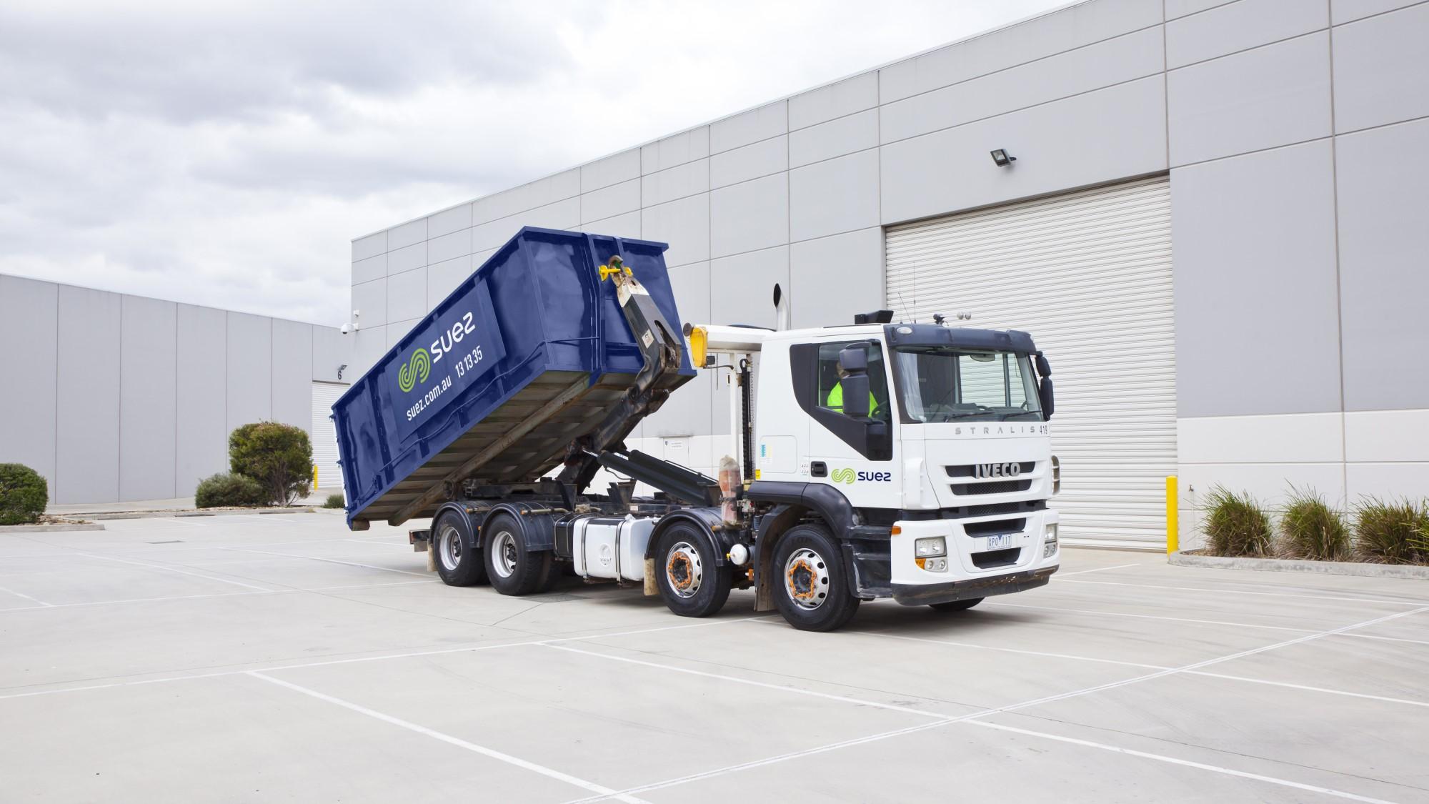 SUEZ Proskips header RORO bin Truck 2000x1125S