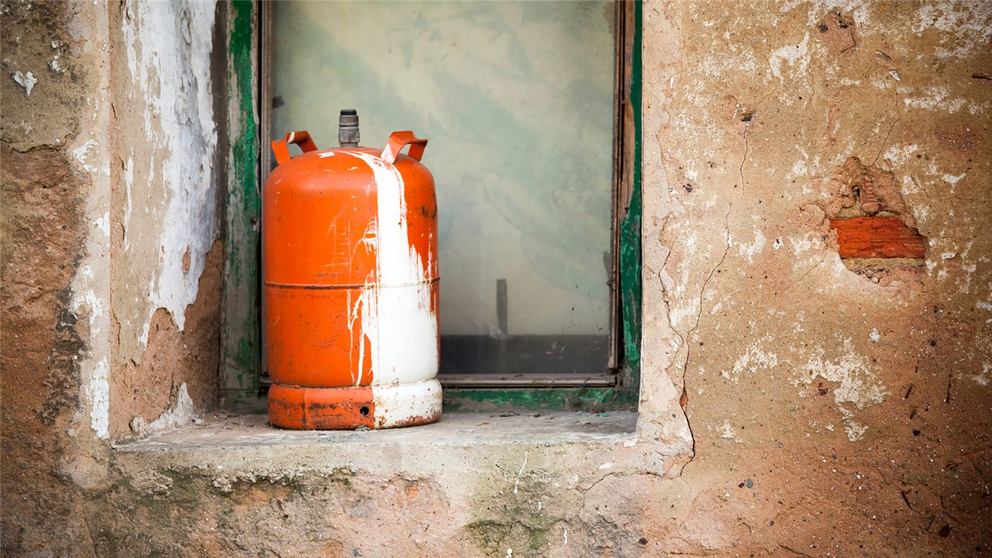 Recycling tips gas cylinder