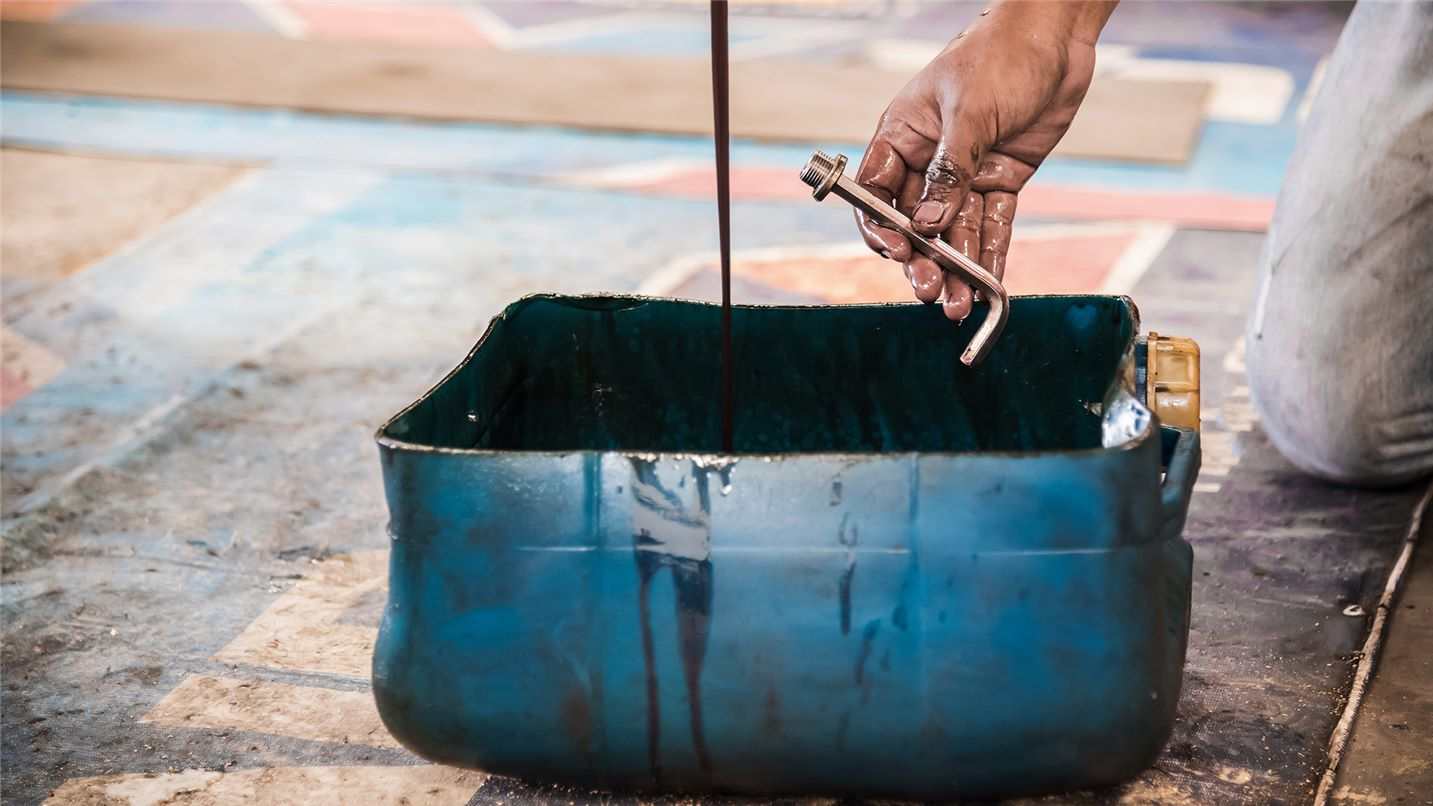 Recycling tips sump oil