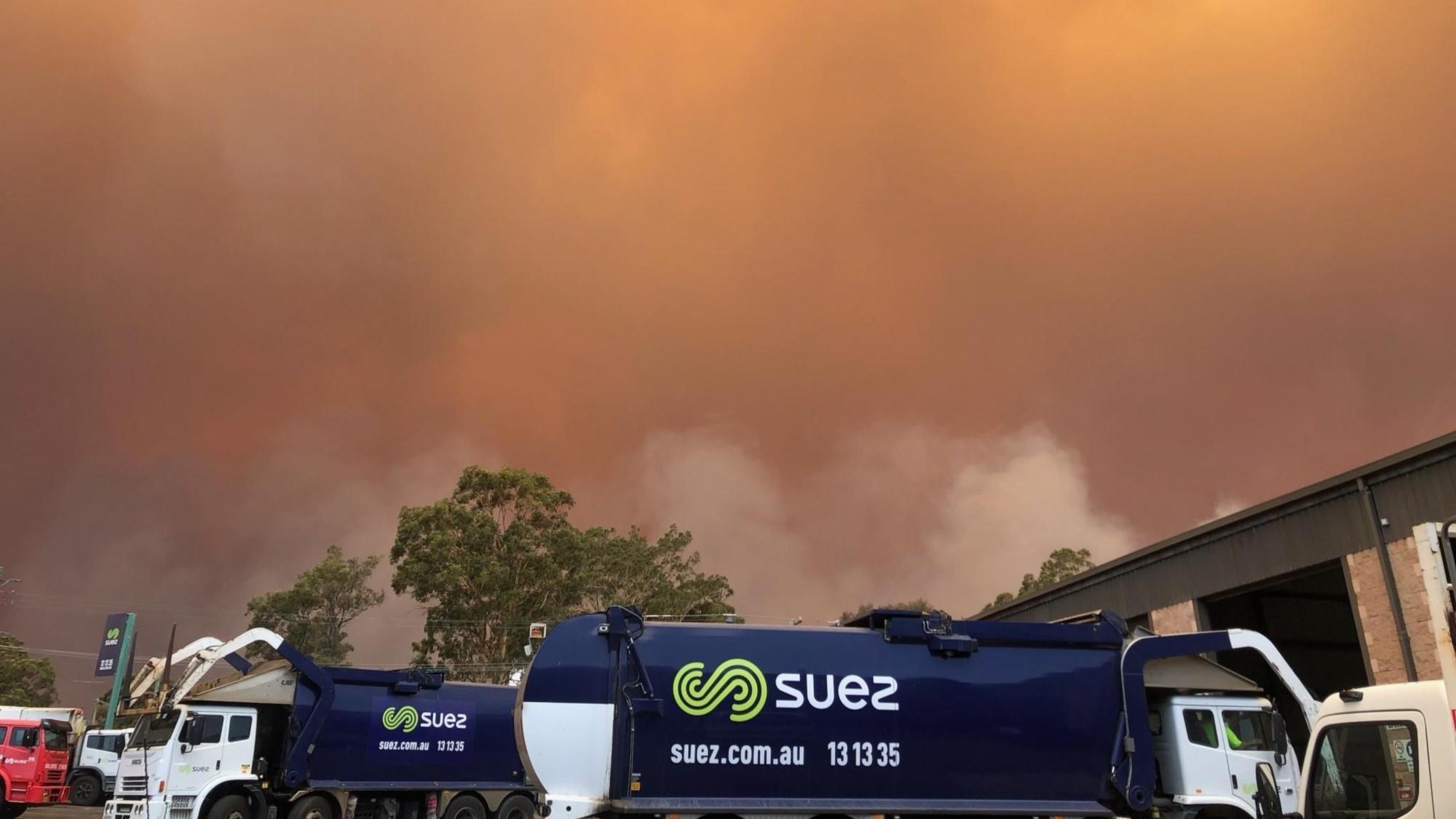 SUEZ trucks near bushfire