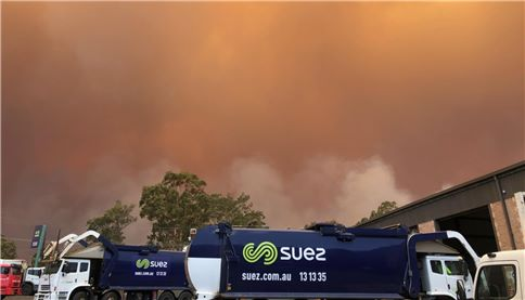SUEZ trucks near bushfire