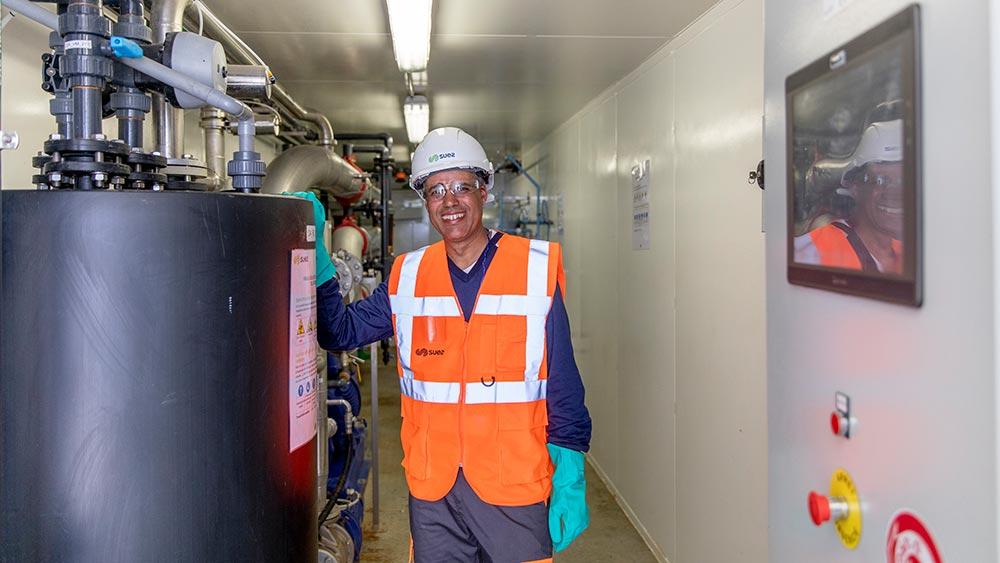 Meknes SUEZ waste services employee