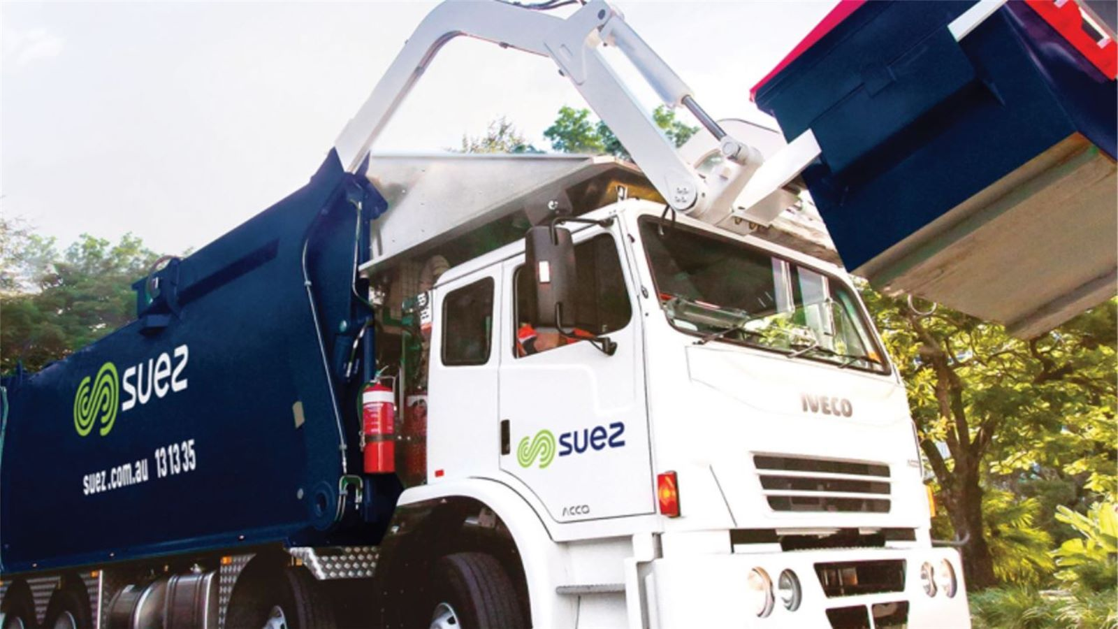 SUEZ businesses total waste collection solutions 2000x1125