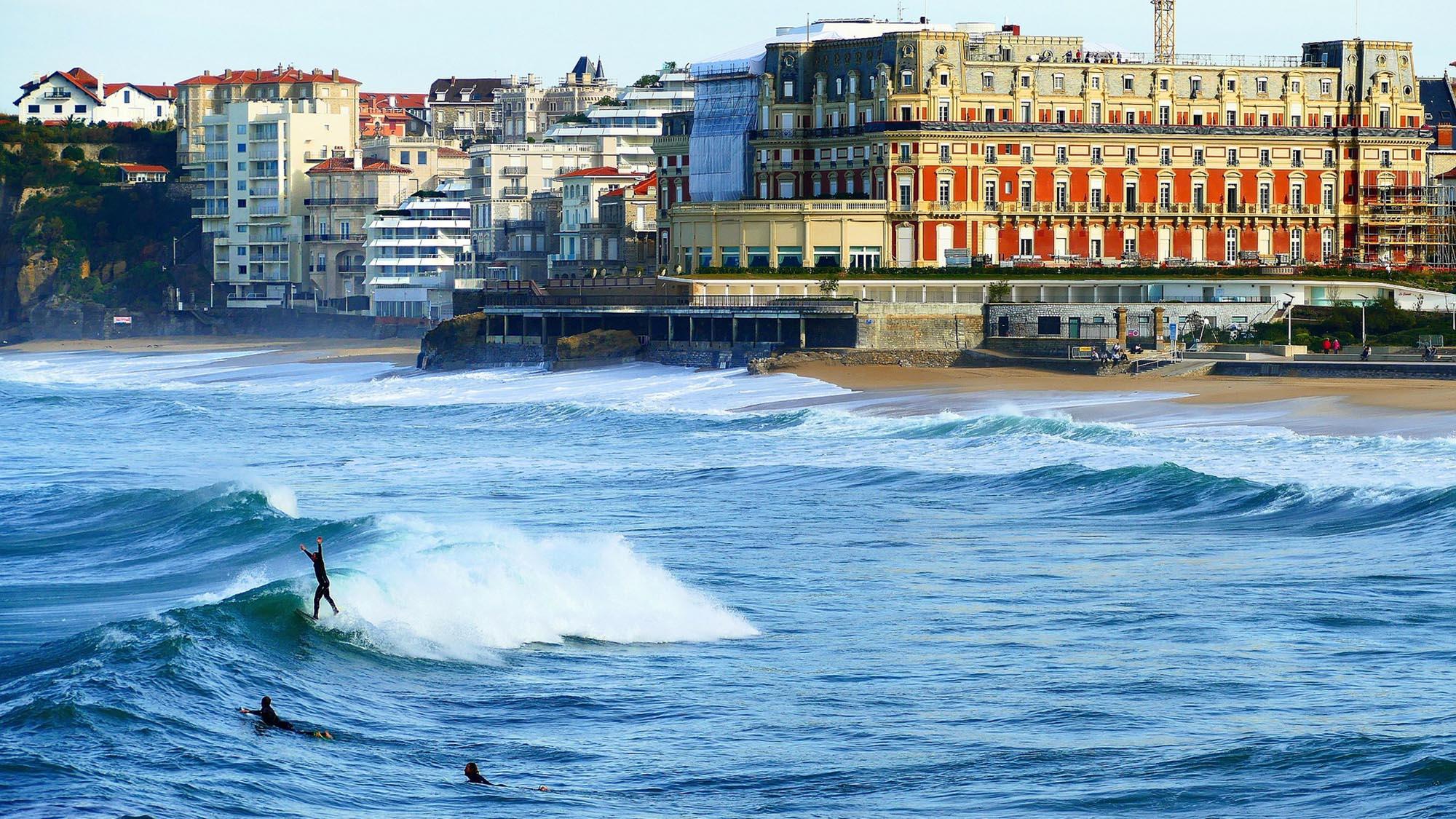 biarritz surfeurs