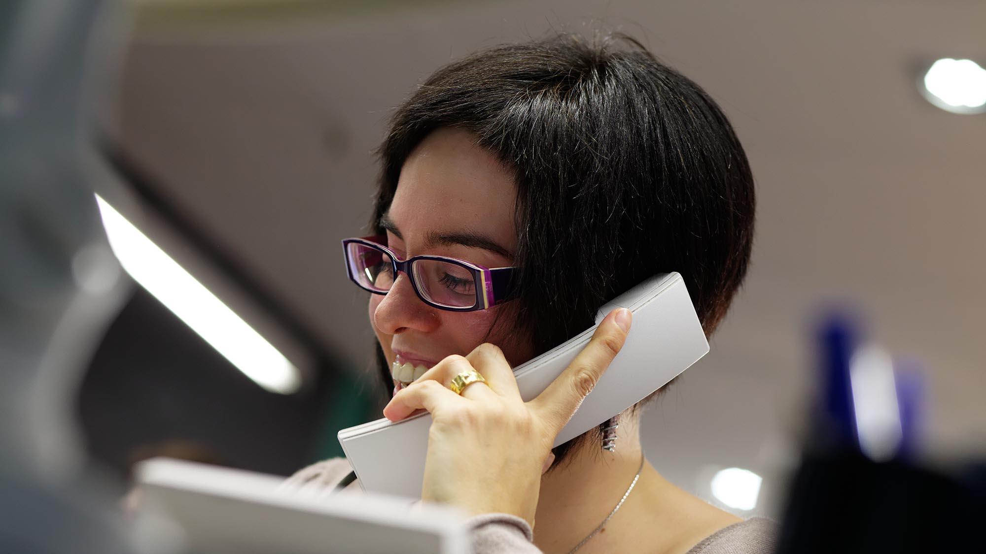 femme telephone