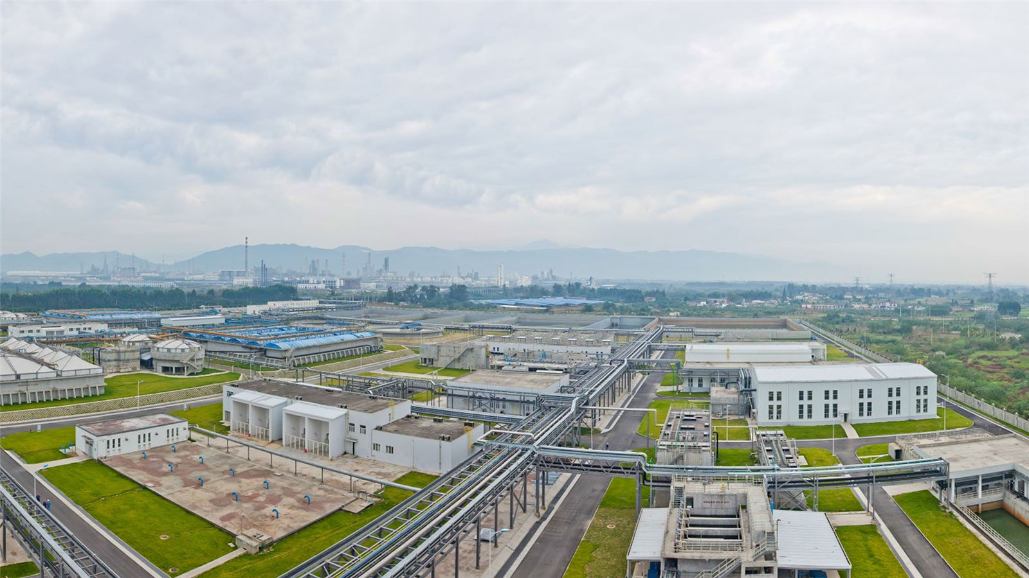 成都炼油厂工业废水处理和重用