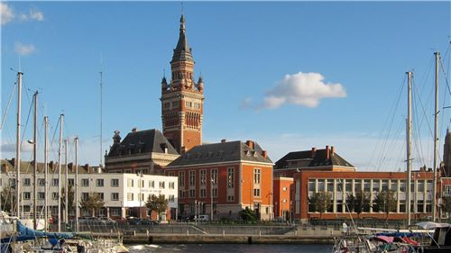 Dunkirk city hall (view over the port)