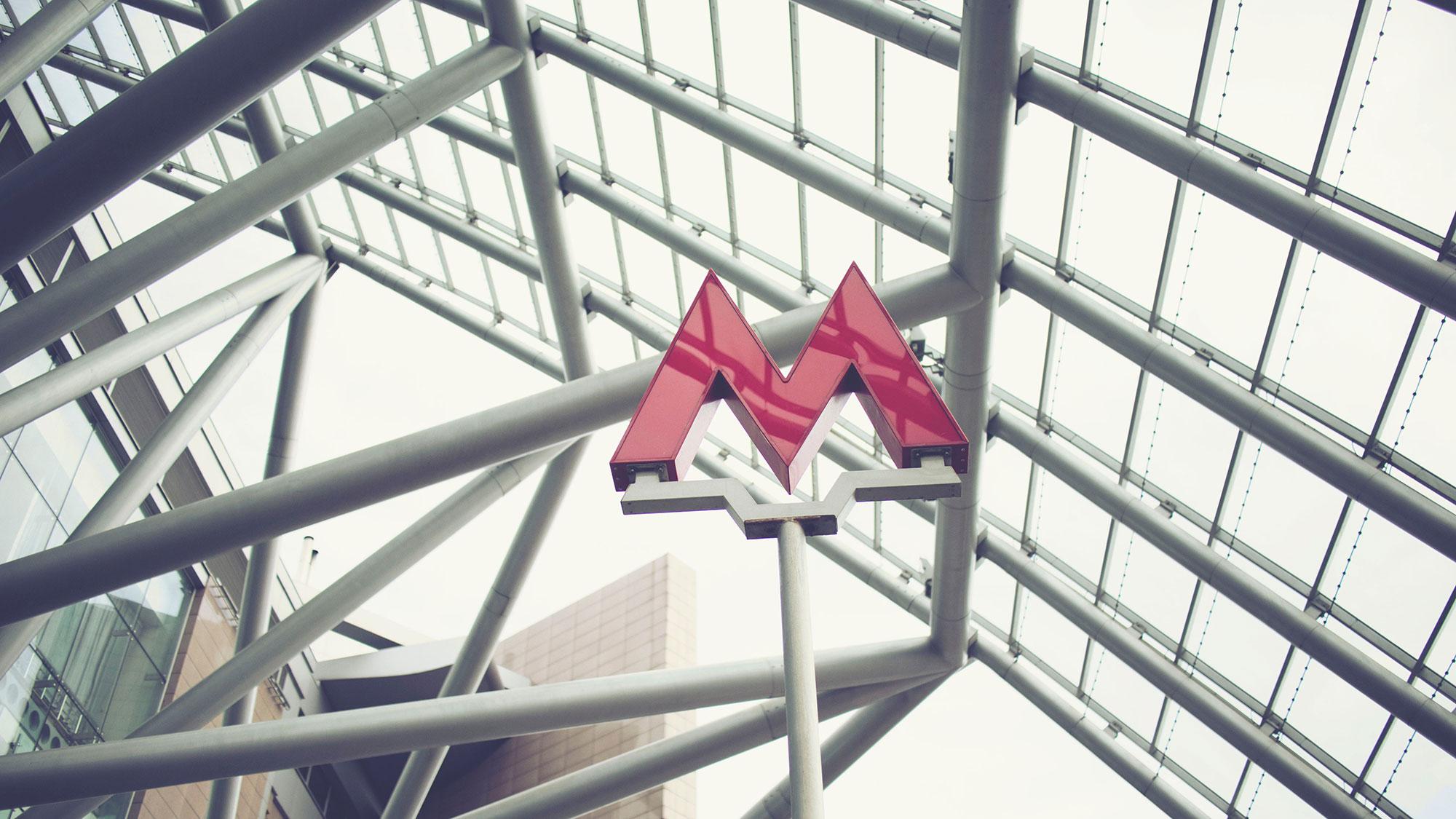 Symbole M du métro à Mosou