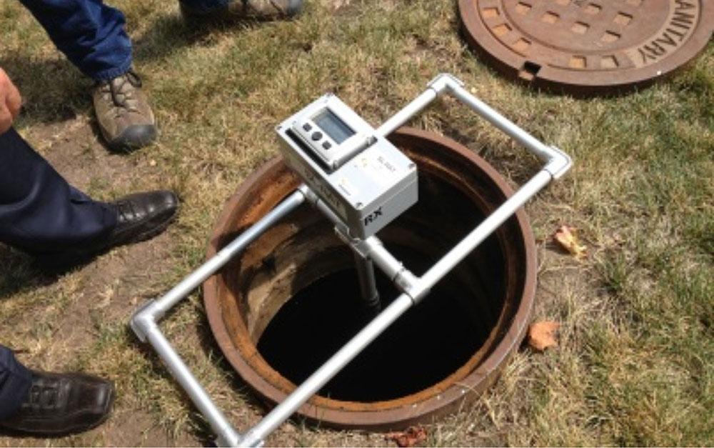 Maintaining sewers using acoustics