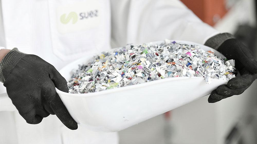 Grace a son laboratoire Plast lab SUEZ sait produire du plastique