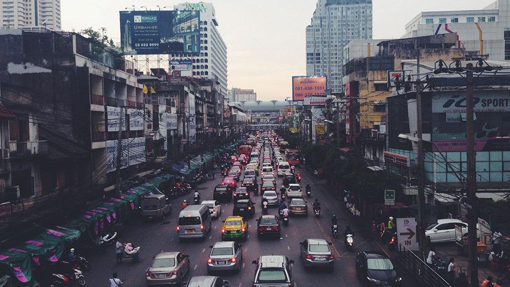 pollution des voitures dans une rue