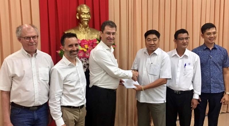 Signature du contrat d'assainissement de Vi Thanh dans la province de Hau Giang, dans le Sud du Vietnam