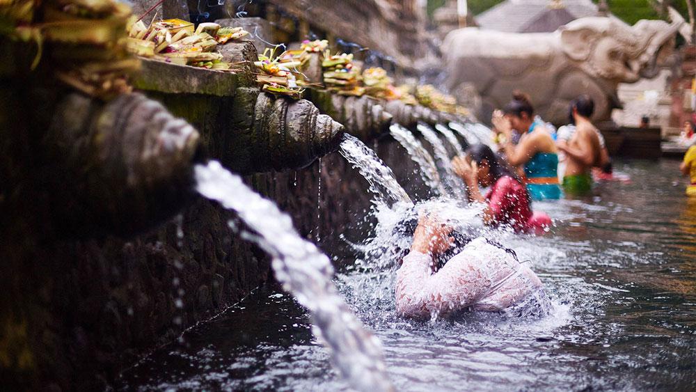 Promover el derecho de acceso al agua y saneamiento