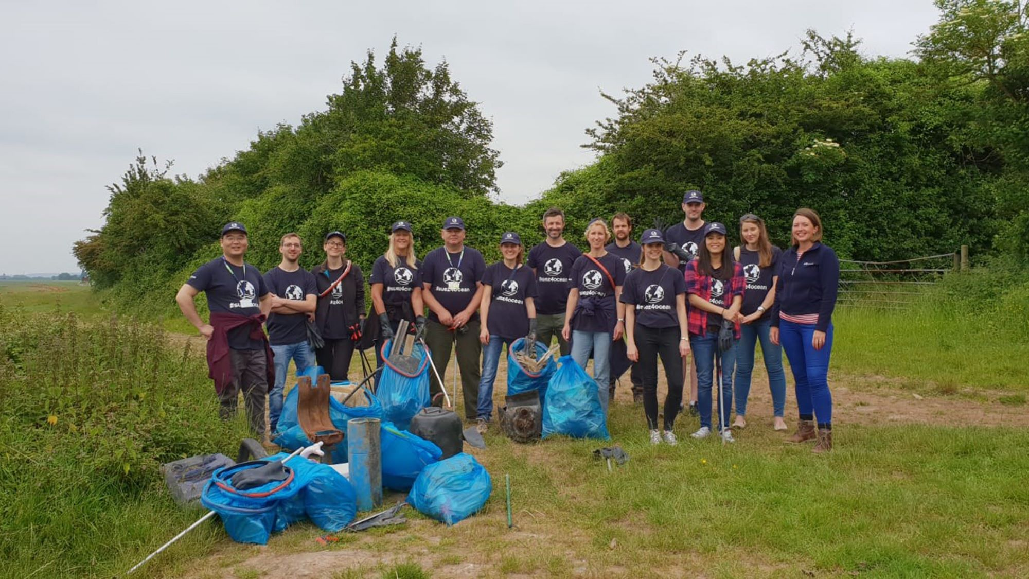SUEZ employees in the UK join forces to collect waste along the Severn estuary for World Oceans Day
