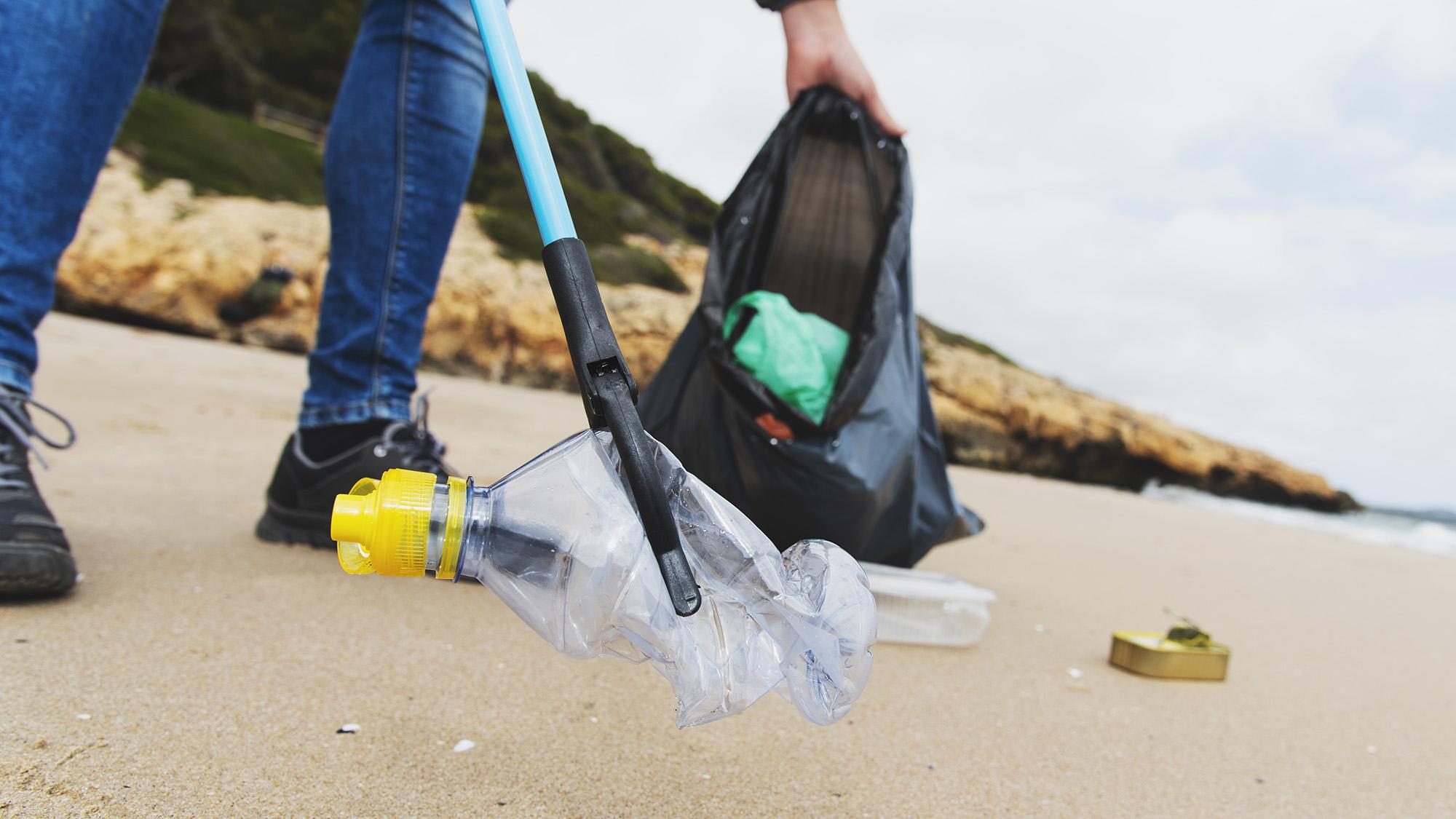 Beach clean 1148788700 UK CW