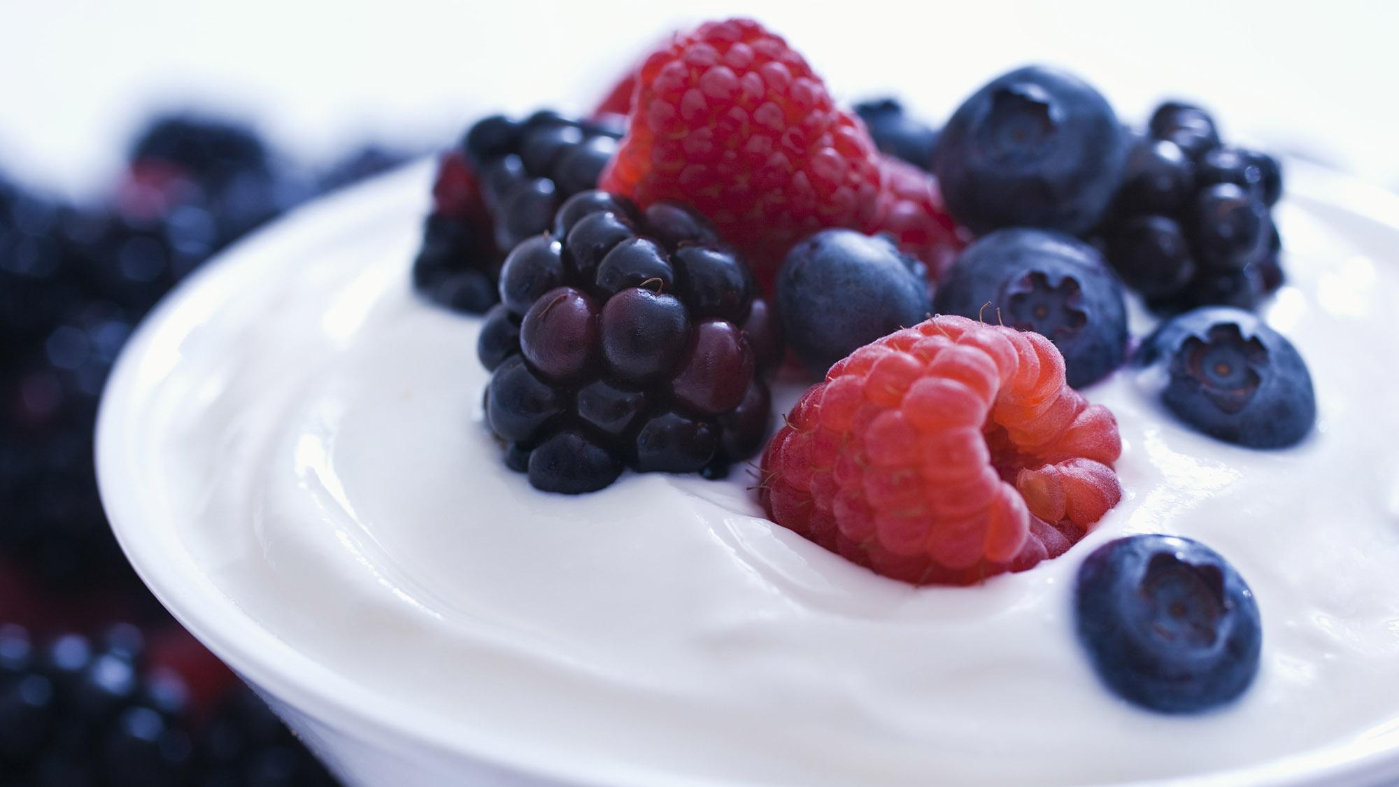 Yoghurt bowl with fruit
