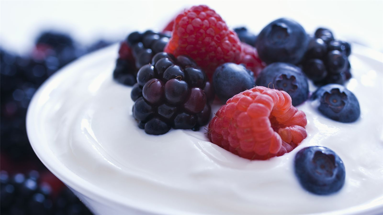 Yoghurt bowl with fruit